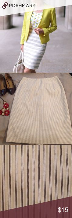 Talbots skirt made of Italian fabric Elegant pencil skirt from talbots made of Italian fabric made in Thailand with front pockets first picture just for outfit ideas second picture shows actual skirt. Talbots Skirts Pencil