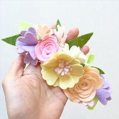 Spring mini flower crown coming soon! Felt Crafts Diy, Felt Diy, Handmade Felt, Handmade Flowers, Felt Flowers Patterns, Fabric Flowers, Bee On Flower, Flower Crown, Felt Flower Bouquet