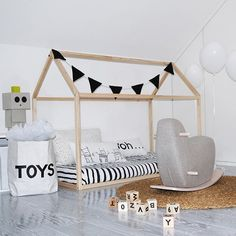 This playroom can accomodate up to five youngsters on a mission to make a huge mess. Bring it on!