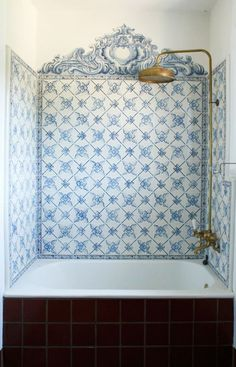 We love Portuguese tiles ('azulejos') and they work well with the gold taps and shower head. House Design, House, Interior, Home, White Tiles, House Interior, Home Deco, Beautiful Bathrooms, Bathroom Inspiration