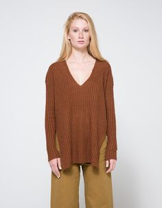 A classic, supersoft sweater in Rust. Wide V-neckline. Rib knit. Long side slits. Slightly stepped hem. Casual fit.   • 70% polyester, 30% nylon • Dry clean