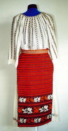 The Eliznik website is dedicated to the study of the traditional peasant culture in Romanian and Bulgaria Bulgaria, Costumes For Women, Traditional Outfits, Folk Art, High Waisted Skirt, Arts And Crafts, Culture, Rustic, Popular