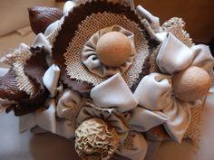 Frutos secos de Algodón de Luna con flores de tela y Rafia.Ramos  de flores de tela personalizados para novias.   Hand made bridal, wedding bouquet.  informacion@algodondeluna.com         +34606619349  www.algodondeluna.com