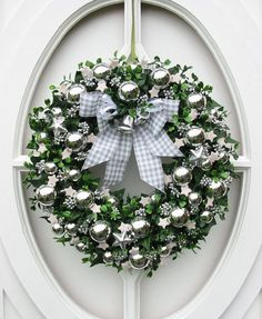 By Solange Maria Soccol Christmas Tree Wreath, Christmas Door, Holiday Wreaths, All Things Christmas, Winter Christmas, Christmas Holidays, Christmas Crafts, Christmas Decorations, Holiday Decor