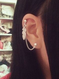 Feather Cartilage Single Chain Earrings (This is not a pair - If youd like to make it a pair, please message me first)    ------    This comes