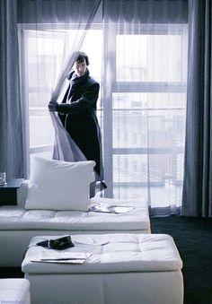 Sherlock entering Eddie Van Coon's apartment in The Blind Banker