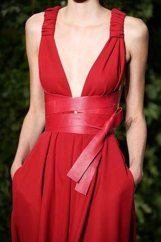 "lumedunsorriso: "" Maartje Verhoef for Valentino Haute Couture F/W 2014 "" Red Fashion, Look Fashion, Fashion Details, High Fashion, Fashion Show, Fashion Design, Fall Fashion, Fashion 2014, Fashion Weeks"