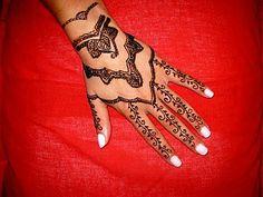 henna tattoo-hand design
