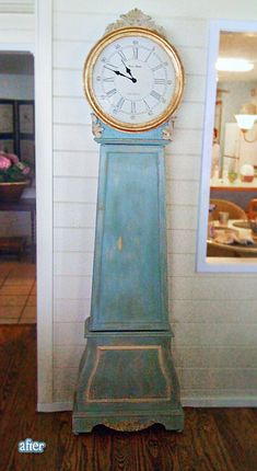 Absolutely loving this gold and aqua vintage clock
