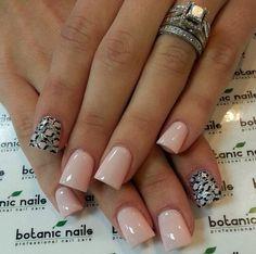 Cute nails and look at that ring! Bright Nails, Pink Nails, Get Nails, How To Do Nails, Flare Nails, Flare Acrylic Nails, Botanic Nails, Cute Nail Designs, Trendy Nails