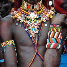 Beadwork to knock your socks off. Tribu Masai, Masai Jewelry, Knock Knock, Collars, Jewelery, Africa, Socks, Beadwork, Hair Styles