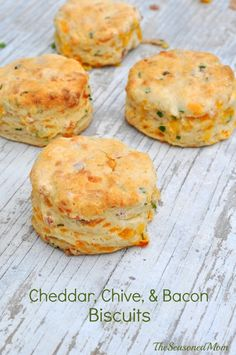 These Chive Cheddar Biscuits Biscuits with Bacon are the perfect, simple recipe for breakfast, brunch, or a dinner side dish! Plus, only 15 minutes of prep! Fluffy Biscuits, Cheddar Biscuits, Oatmeal Biscuits, Cinnamon Biscuits, Buttermilk Biscuits, Healthy Biscuits, Homemade Biscuits, Easy Biscuits, Savoury Biscuits
