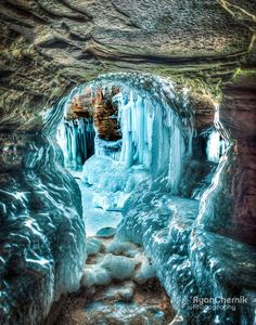 Ice cave in Bayfield, Wisconsin's Apostle Island's National Lakeshore Park - Travel USA - Exploration America Beautiful Places To Visit, Cool Places To Visit, Places To Travel, Travel Destinations, Beautiful Things, Amazing Places, Bayfield Wisconsin, Adventure Is Out There, Amazing Nature