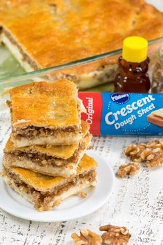 Baklava Cheesecake has a cheesecake base crowned with nuts, cinnamon and a honey kissed pastry layer make this dessert one you will not soon forget! Crescent Roll Dough, Crescent Roll Recipes, Crescent Rolls, Baklava Cheesecake, Cheesecake Recipes, Dessert Recipes, Desserts, Dinner Recipes, Puff Recipe