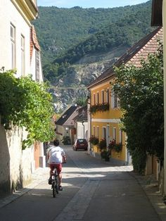 D�rnstein, Austria, is an under-explored retreat and a gateway to the surrounding Wachau valley, a grape region prized for crisp, dry Rieslings and Gr�ner Veltliners. (From: Photos: Europe's Coolest Small Towns)