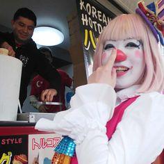 """クラウンカノン canon on Instagram: """"もちもちポテト!! #愛知こどもの国 の #キッチンカーグランプリ にて #食いだおれツアー ………じゃなくて、 #ソロショー してきました✨✨ ぽてとー! #もちもちポテト ー!! たくさん、差し入れもらったり、自分で並んで買ったり😂😂😂…"""" Female Clown, Send In The Clowns, Fun Stuff, Instagram, Style"""