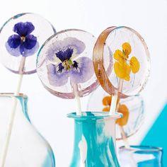 Set Of Ten Edible Flower Lollipop Favours. Gorgeous lollipop wedding favours with edible flower decoration.