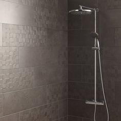 faience_mur_gris_fonce__decor_vision_cube_l_25_x_l_75_cm_structuré_pour bande colonne douche Amazing Bathrooms, Decoration, Tile Floor, Sweet Home, Bathtub, Leroy Merlin, Home Decor, Showers, Bathroom Ideas