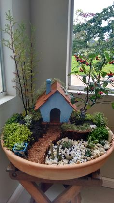 Mini Garten The post Mini Garten appeared first on Dekoration. Fairy Garden Plants, Mini Fairy Garden, Fairy Garden Houses, Succulents Garden, Garden Pots, Fairies Garden, Broken Pot Garden, Fairy Gardening, Flower Gardening