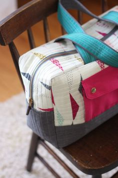 noodlehead: Koi Cargo Duffle - I would LOVE to have this very bag :)