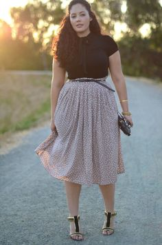 skirt design, weight and drape — via Girl With Curves Image source Curvy Girl Outfits, Curvy Girl Fashion, Modest Fashion, Fashion Outfits, Womens Fashion, Trendy Outfits, Fashion Shoes, Dots Fashion, Trendy Clothing