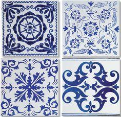 Mosaico de azulejos decoram paredes e mesas - Casa
