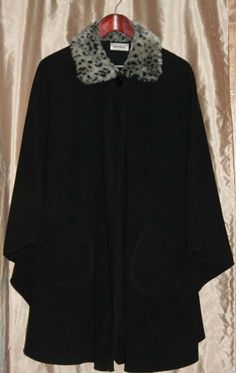 Le Mode Shawl / Cape Womens Black with black and grey faux fur collar #LeMode #Cape