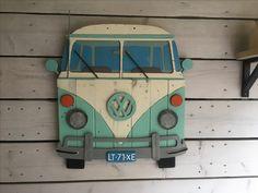 Zelf een VW bus gemaakt van oud hout, door Hilde de Wit