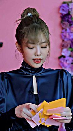 Cute Couple Art, Cute Couples, South Korean Girls, Korean Girl Groups, Jennie Kim Blackpink, Girl Themes, Blackpink Photos, Rich Girl, Chanbaek