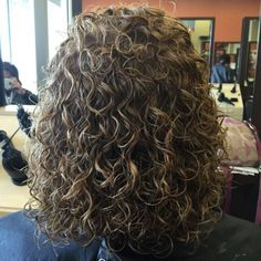 shoulder length perm hair (types of curls waves) Hairdos For Curly Hair, Curly Perm, Curly Hair Cuts, Curly Hair Styles, Thin Hair, Straight Hair, Perm Curls, Body Wave Perm, Loose Curls