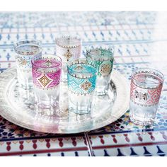 Moroccan tea glasses: they change colours when you pour iced beverage inside!