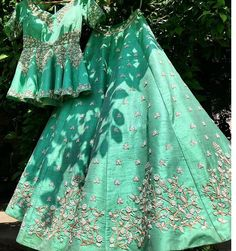 Check out super cool Peplum Lehenga Styles that you can wear from pre-wedding to your main wedding function. Bonus, some casual ethnic wear peplum lehengas. Lehenga Style, Red Lehenga, Lehenga Choli, Punjabi Lehenga, Raw Silk Lehenga, Yellow Lehenga, Punjabi Suits, Indian Wedding Outfits, Bridal Outfits