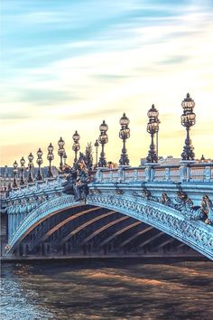 Paris Aesthetics - A beautiful bridge in Paris - Tips on how to explore and visit in 1 week. Tips on the perfect Paris itinerary. City Aesthetic, Travel Aesthetic, Paris France, Paris Paris, 5 Days In Paris, Paris Travel Tips, Paris Tips, Places To Travel, Places To Visit