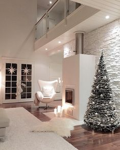 Kaunis joulukuusi viimeistelee valkean sisustuksen | Instakodit
