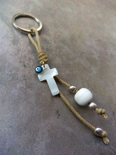 Christening Favors, Baptism Favors, Baptism Party, Bracelet Crafts, Jewelry Crafts, Angel Earrings, Quilling Earrings, Diy Keychain, Key Fobs