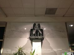 (2) Something is rotten in the Denver airport (13 Photos) : theCHIVE