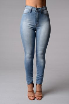 Love the whole outfit. High waisted jeans, crop top, with matching shoes