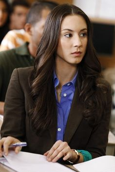 Troian Bellisario as Spencer Hastings, Pretty Little Liars Pretty Little Liars Spencer, Pretty Litle Liars, Pretty Little Liars Fashion, Spencer Hastings Outfits, Spencer Pll, Spencer Hastings Makeup, Torian Bellisario, Back To University, Pll Outfits