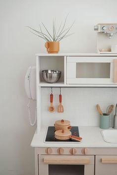 modern ikea play kitchen hack - almost makes perfect Ikea Kids Kitchen, Diy Play Kitchen, Kitchen Modern, Toddler Kitchen, Play Kitchens, Ikea Playroom, Diy Garage Storage, Ikea Hacks, Diy Home Decor