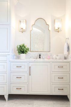 What is The Best Standard Height of a Bathroom Vanity Wc ideas Badkamer spiegel Vessel sink bathroom Gäste wc Badezimmer waschtisch Waschtisch diy Modern Bathroom Mirrors, Beautiful Bathrooms, Small Bathroom, Master Bathroom, Bathroom Vanity Mirrors, Feminine Bathroom, Navy Bathroom, Zen Bathroom, Bathroom Plants