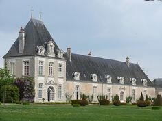 Le château d'Azay-le-Ferron est un château français de la Renaissance, situé sur le territoire de la commune d'Azay-le-Ferron, dans le département de l'Indre, en région Centre-Val de Loire