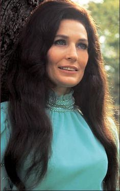 "Known as Country music singer-songwriter Loretta Lynn , she was one of the leading country vocalists and songwriters during the and The movie ""Coal Miners Daughter"" is based on her life story. Born in Butcher Hollow, Kentucky. Country Music Artists, Country Music Stars, Country Singers, Best Country Music, Loretta Lynn, Selena Quintanilla, George Strait, Music Icon, Female Singers"