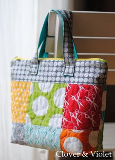 Cute quilted lunch tote w/zipper