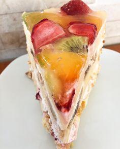 Pastane yaş pastası nasıl yapılır?Meyveli yaş pasta içerisine ne koyulur?Meyveli yaş pasta nasıl yapılır?Nefis yaş pasta tarifi için Masalkek'i ziyaret edin Bastilla, Cake Shop, Spanakopita, Sushi, Delish, Sandwiches, Ice Cream, Yummy Food, Cooking