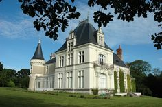 Wonderful Château du Breuil in Chédigny near Loches and Chenonceaux. Gite (B&B) for up to 14 guests