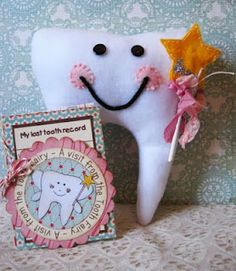 tooth Tooth Pillow, Tooth Fairy Pillow, Felt Crafts, Fabric Crafts, Diy Crafts, Projects For Kids, Sewing Projects, Sewing Ideas, Tooth Mouse