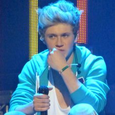 Harry Styles Tells Niall Horan 'Behave Yourself