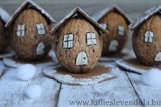 Kifli és levendula: Téli dióházikók Diy Christmas Activities, Christmas Crafts To Make, Christmas Projects, Christmas Decorations, Walnut Shell Crafts, Pista Shell Crafts, Autumn Crafts, Nature Crafts, Diy Crafts For Adults