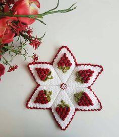 En Güzel Bebek Örgü Modelleri ile Kışa Hazırlık Christmas Ornaments, Holiday Decor, Christmas Ornament, Christmas Topiary, Christmas Decorations