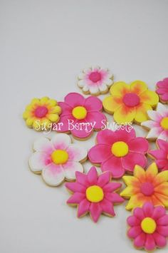 Beautiful detailed set of Summer Flowers! You will receive one dozen Assorted flower Cookies of Approximately 1 X 1 to 4 by 4 in each. They will have different designs, colors, and sizes, as shown in